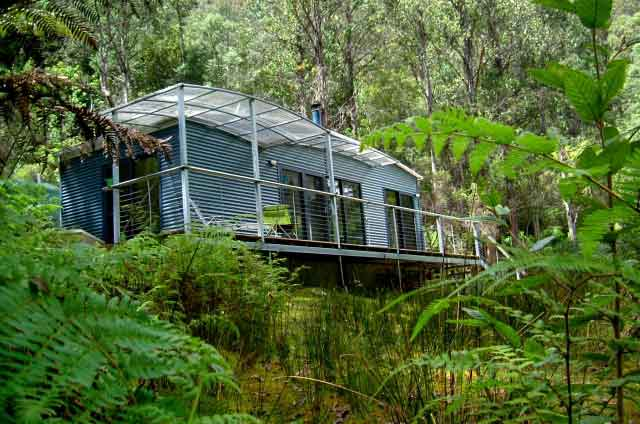 Huon-Bush-Retreats-streamside-cabin