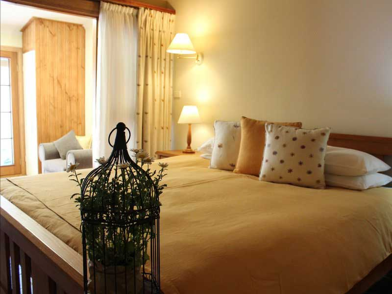 redbrow-bedroom