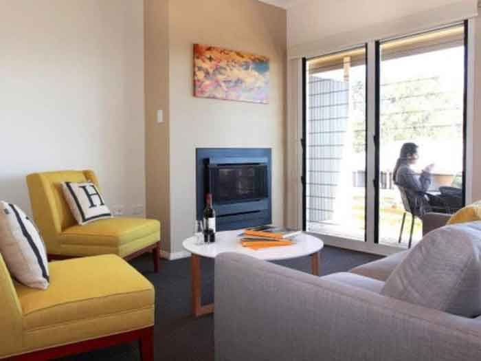 h hotel-bedroom