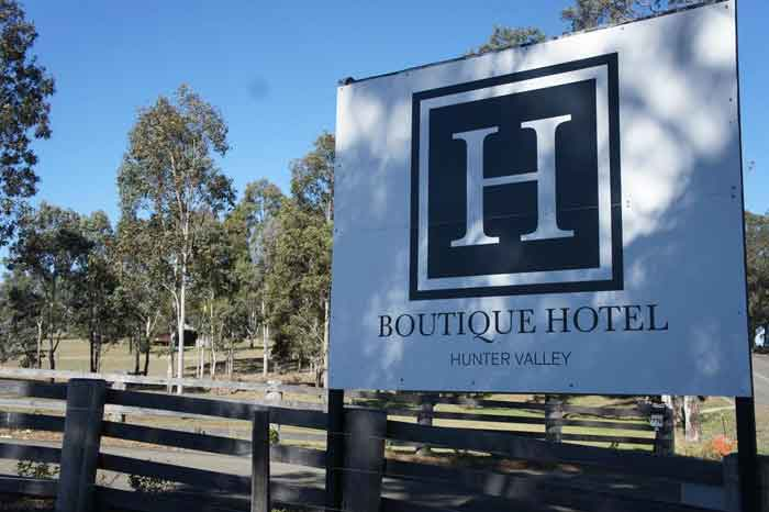 h-hotel-entrance