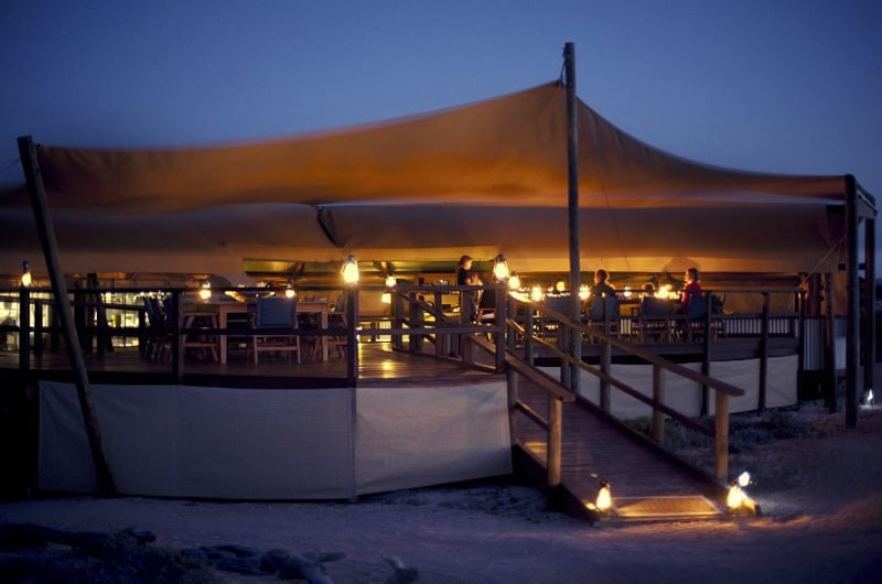 sal_salis_ningaloo-dining-night