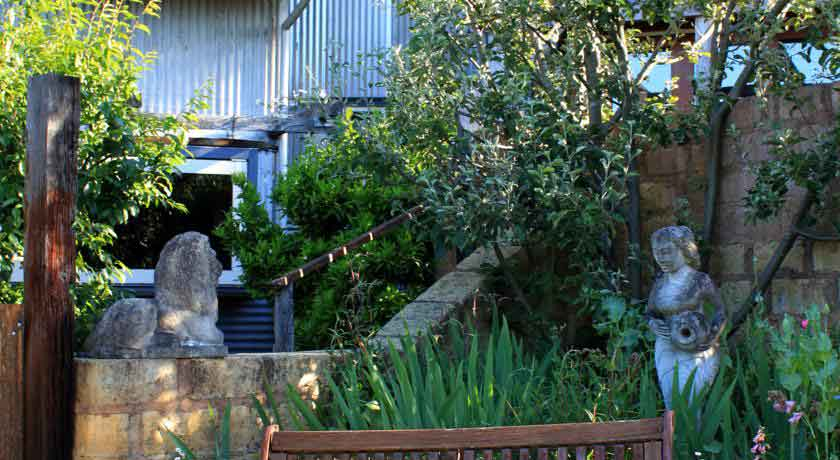 old-leura-entrance