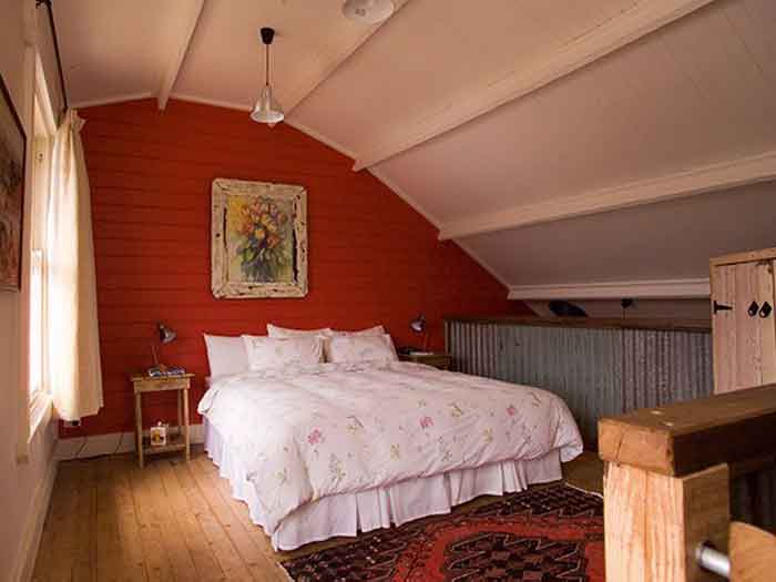 buttercup-barn-loft-bedroom