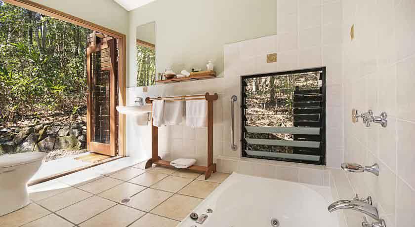 Lyola Bathroom