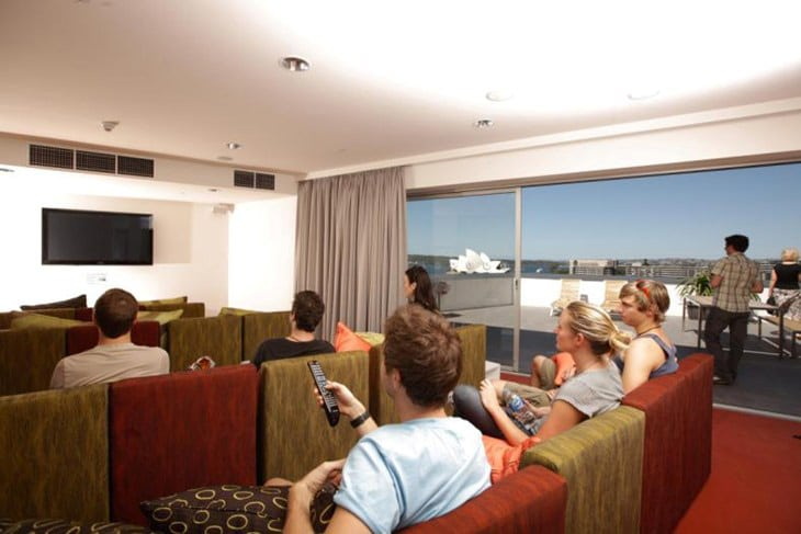 sydney-harbour-yha-tv-room