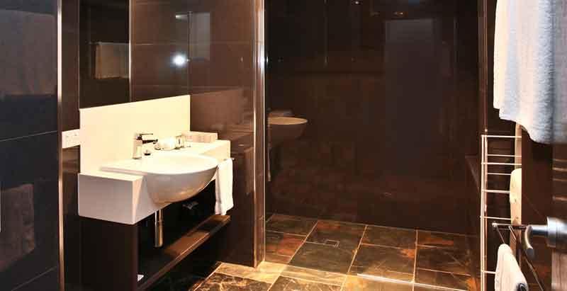 2-bed-apartment-bath