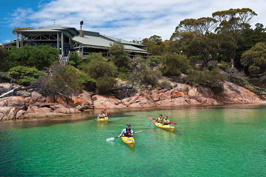 Kayaking-at-Freycinet-Lodge