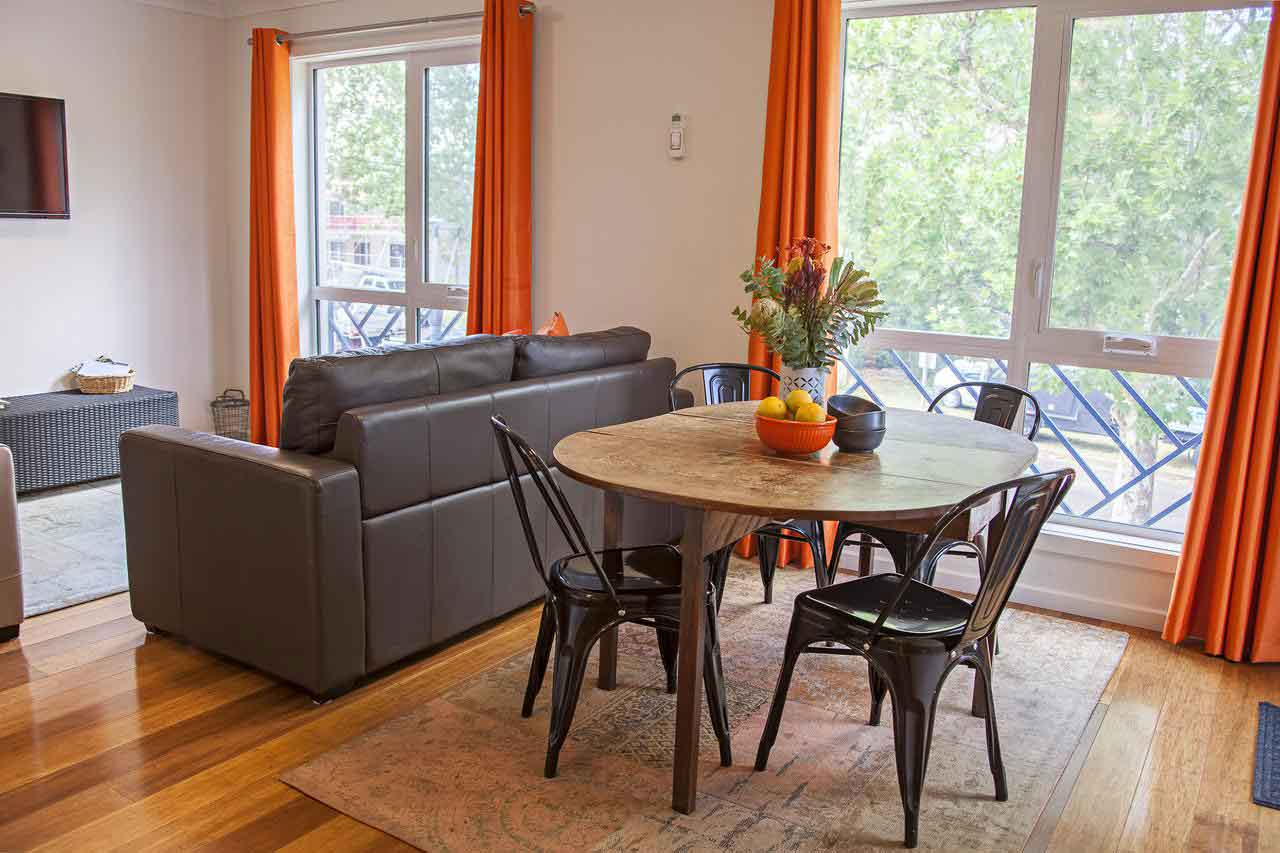 Canberra-Apartment-Accommodation-Dining