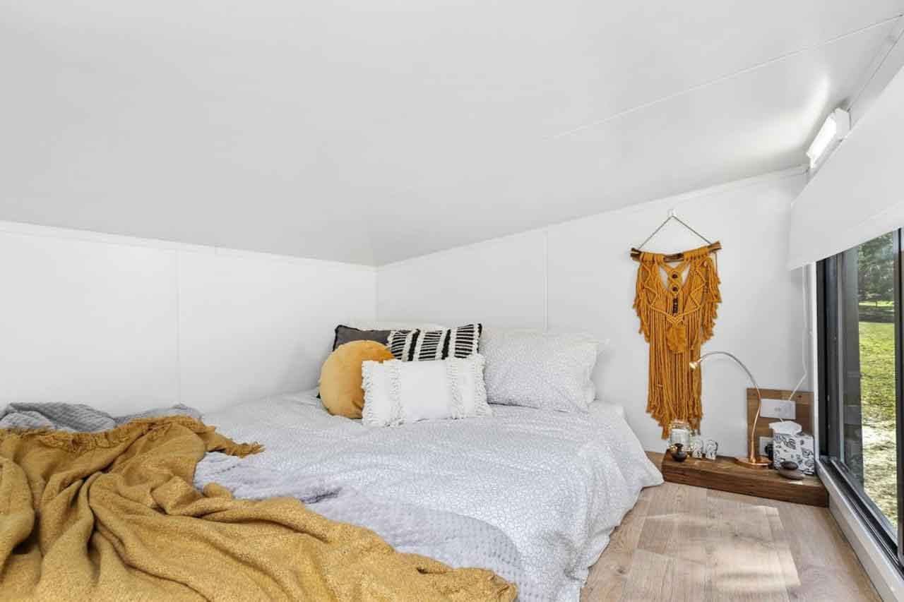 Azaltie bedroom
