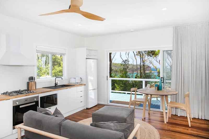 Pebbly-Beach-Escape-lounge-kitchen