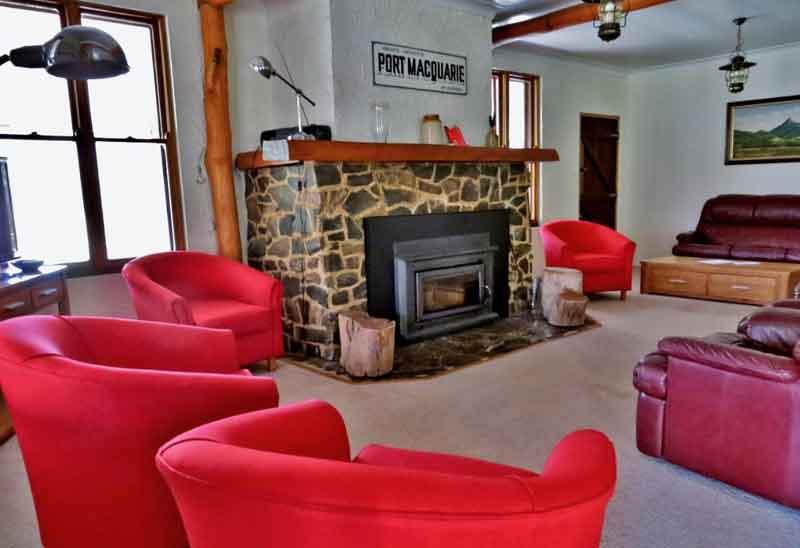 Capertee-Four-bedroom-Cottage-living-area