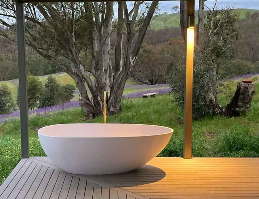 Kestrel-Nest-Eco-Hut-outdoor-tub