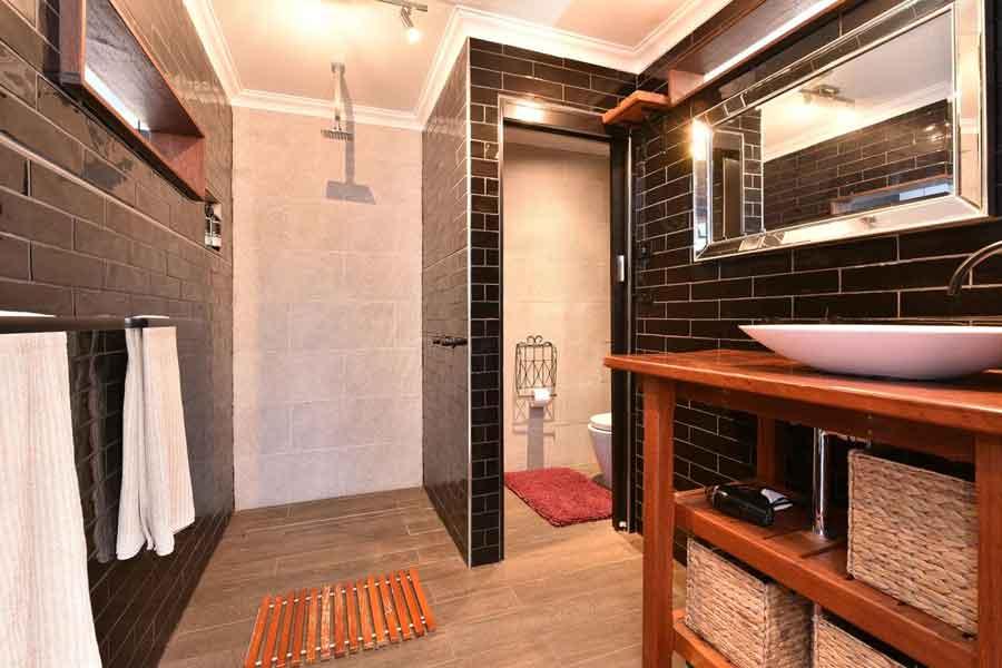 Millfield-Eco-Lodge-bathroom