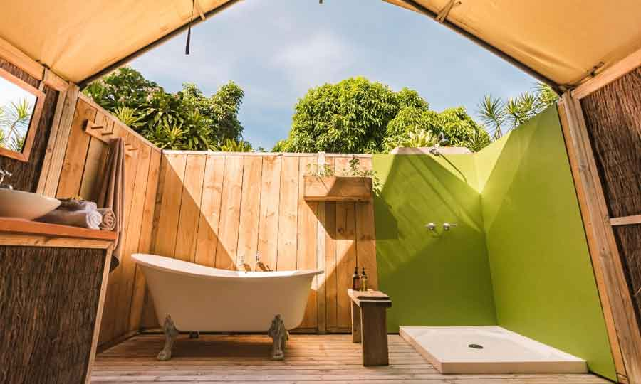 Ikurangi-Eco-Retreat-star-gazing-clawfoot-tub