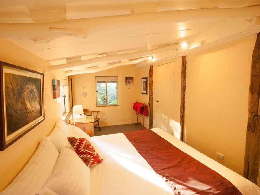 Lyrebird-Studio-Hideaway-bedroom